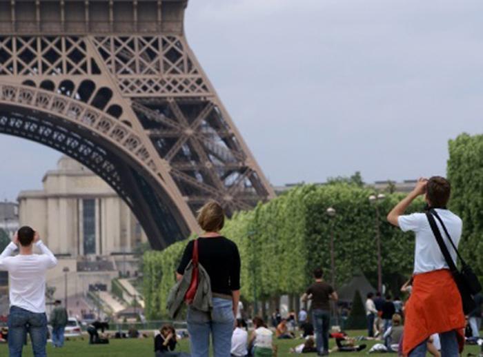Tourisme urbain en marchant à Paris